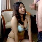 ナンパされた団地妻がデカチ○ポ鑑賞